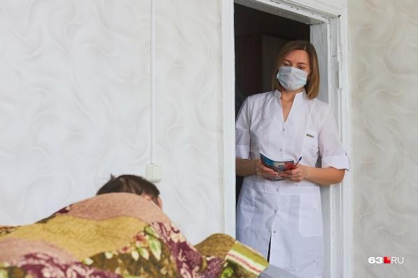 Пациентов с легкой формой коронавируса на дому курируют участковые терапевты