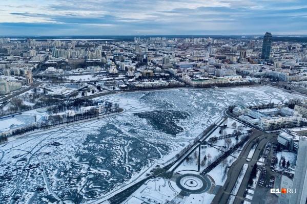 Первые морозы оставили отпечатки на Городском пруду