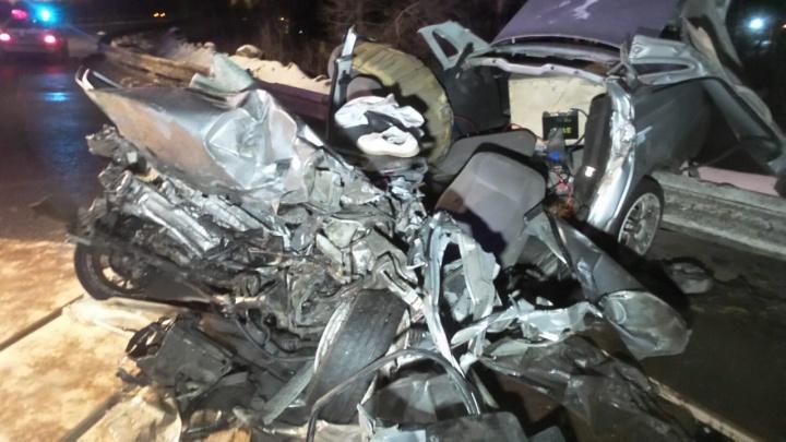 На ЕКАД у фуры выпал груз и спровоцировал аварию из четырех машин, один водитель тяжело пострадал