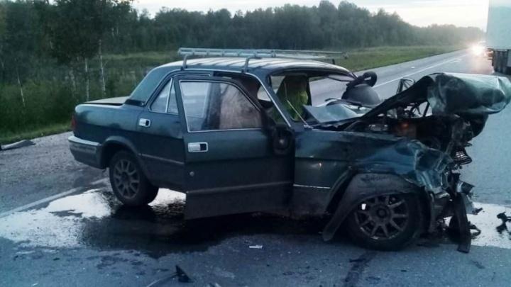 Водитель погиб, женщина и 11-летняя девочка в больнице — подробности ДТП в Чулымском районе