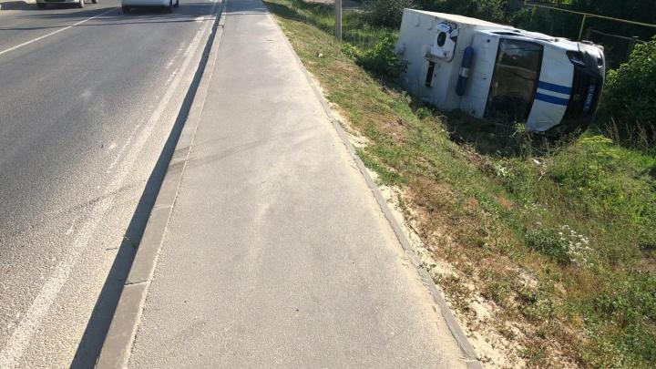 КАМАЗ и полицейский автозак столкнулись под Ростовом
