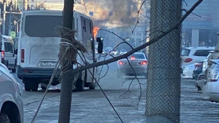 В центре Челябинска второй раз за неделю вспыхнула маршрутка