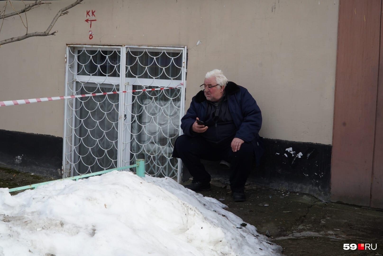 В квартире Юрия Васильевича из-за взрыва со стены упал шкаф