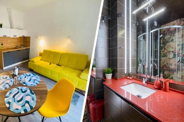 Чтобы расширить пространство в малюсеньких студиях, владельцы используют множество приемов — тут и зеркала, и фотообои, и монохромные стены с яркими деталями