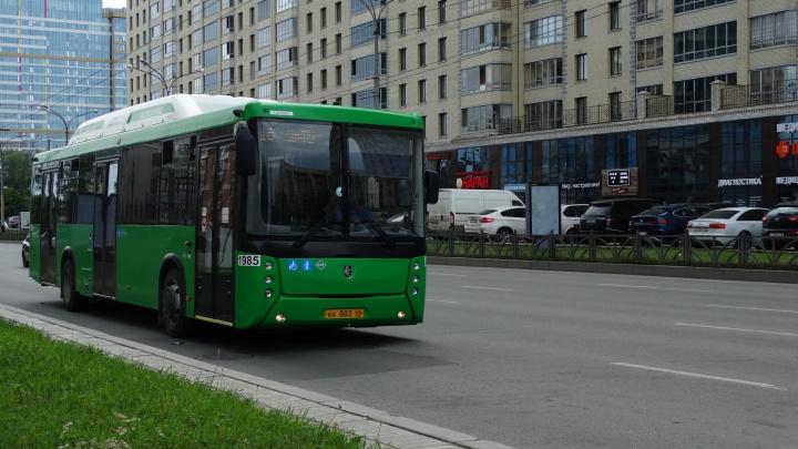 В Екатеринбурге на коронавирус проверяют большой автобусный парк на улице Академика Вонсовского