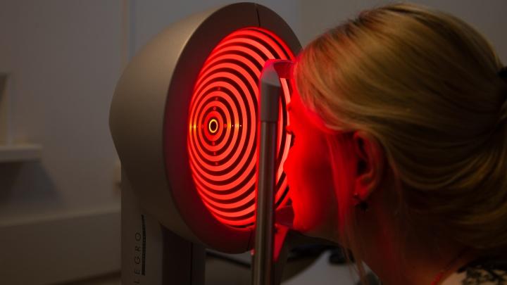 «Глаза уникальны, как отпечатки пальцев»: когда врач и пациент вместе выбирают вид коррекции зрения