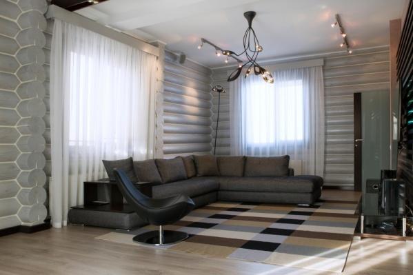 Мебель из Италии, отопление из Финляндии, ремонт по авторскому проекту: продавец позиционирует коттедж на Меридиальной как «эксклюзивное» жильё