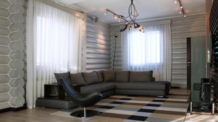 Возле МЕГИ выставили на продажу элитный рубленый дом за 35 миллионов