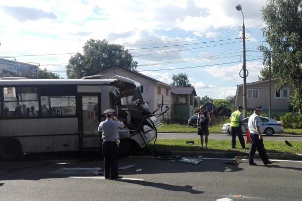 ДТП произошло около 15 часов на проспекте Авиаторов в районе остановки «Улица Линейная»