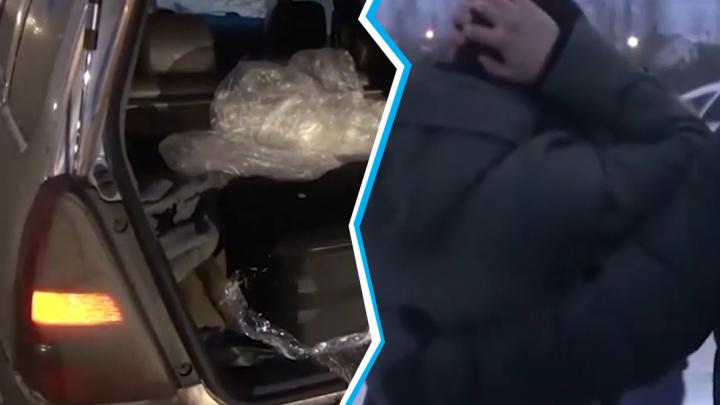 На тюменской трассе задержали мужчину с 50-килограммовым чемоданом наркотиков