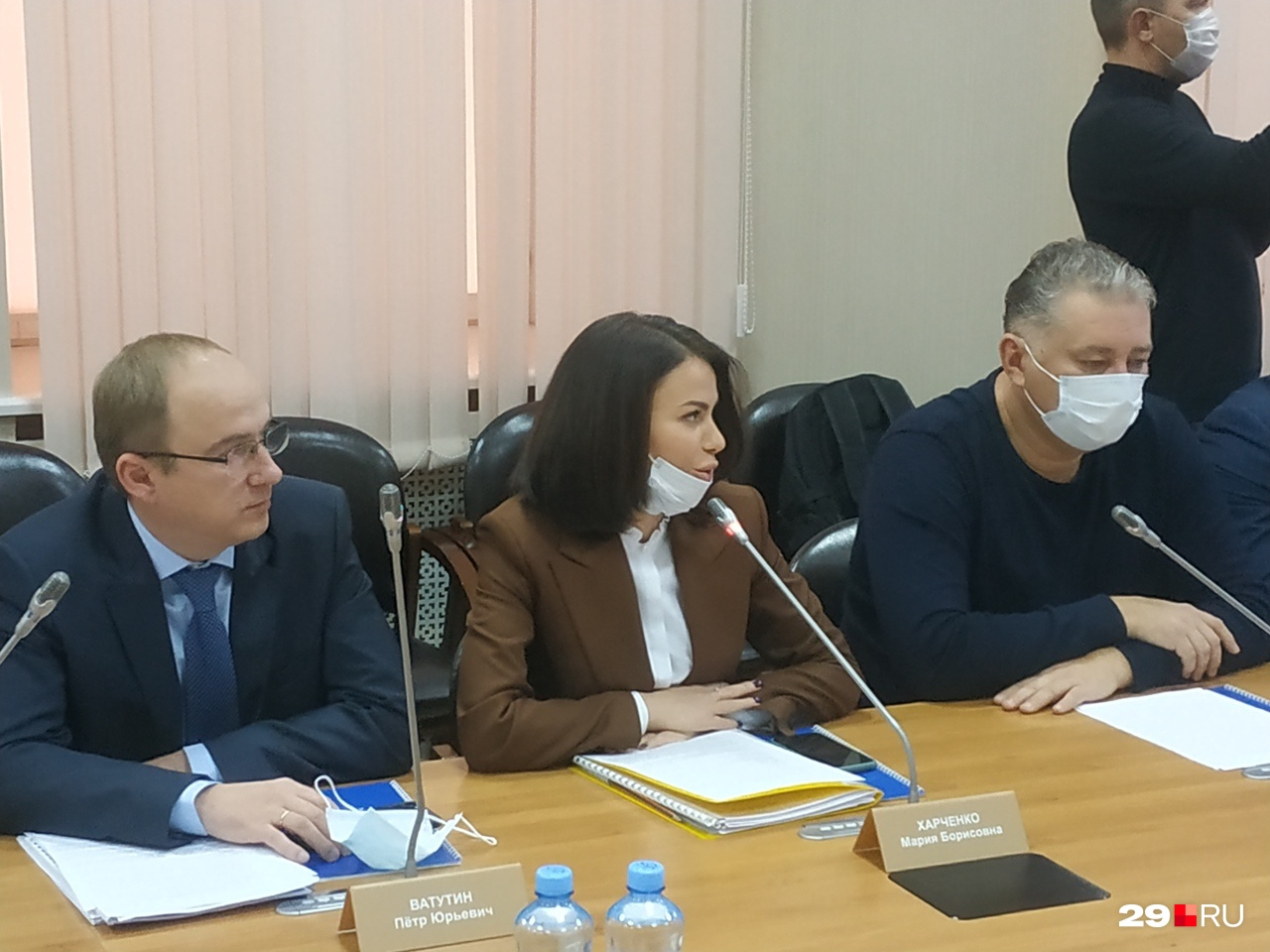 Мария Харченко во время выступления задавала вопросы обоим кандидатам