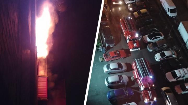 В доме на «Золотой Ниве» рано утром произошел пожар — горела квартира на 15-м этаже