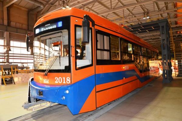 По Омску уже несколько месяцев ходит один такой трамвай с Урала