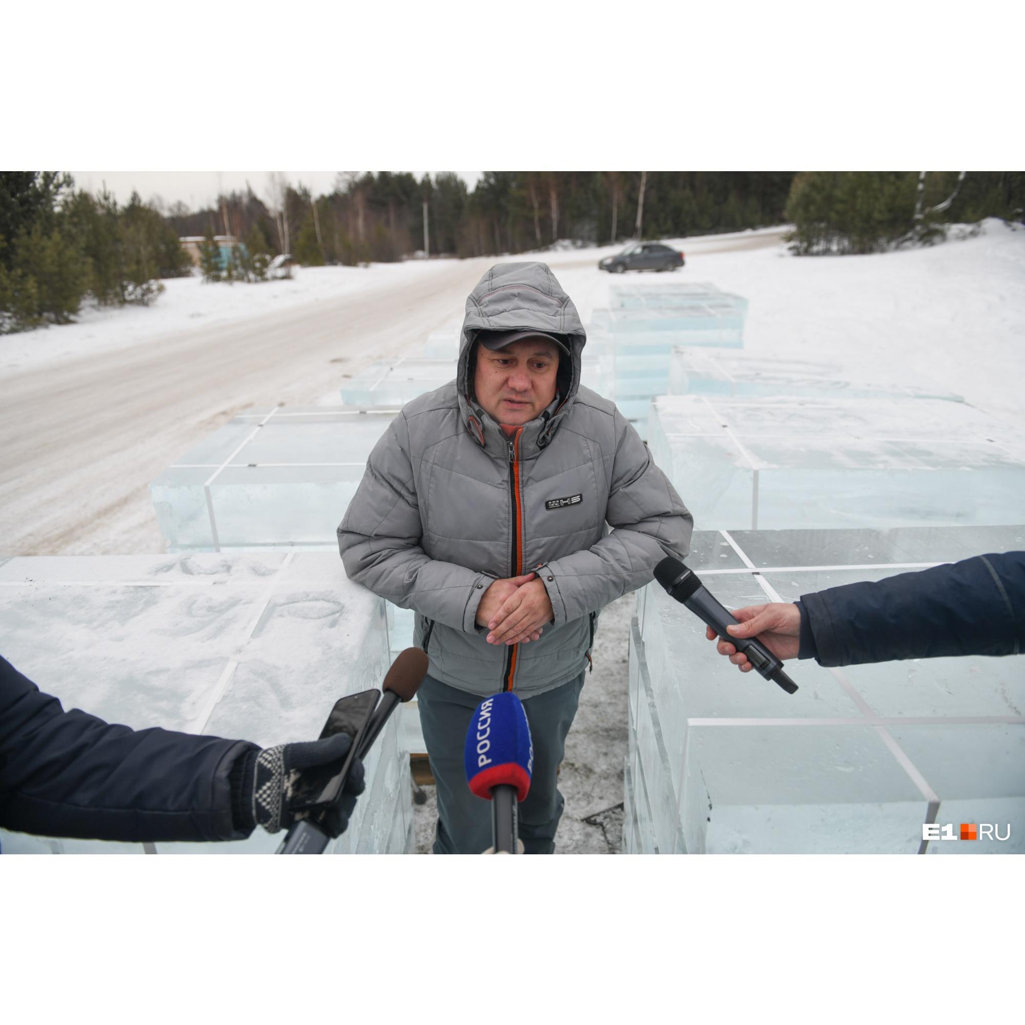 Алексей Григорьев, замдиректора компании «Айс-Проект 2000». Именно эта компания готовит ледяные блоки для новогодних городков Екатеринбурга и Первоуральска