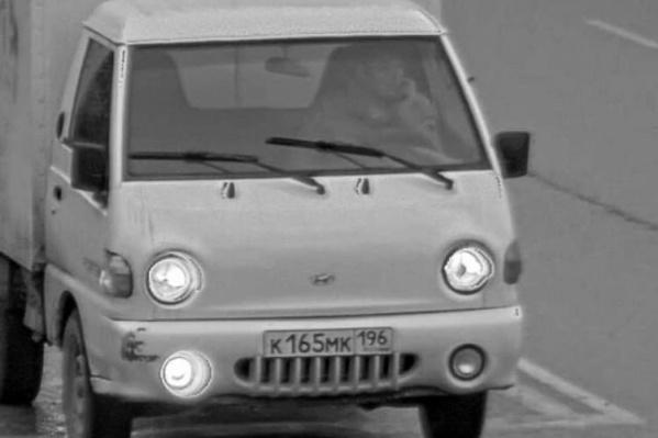 Номер угнанного фургона — К165МК196