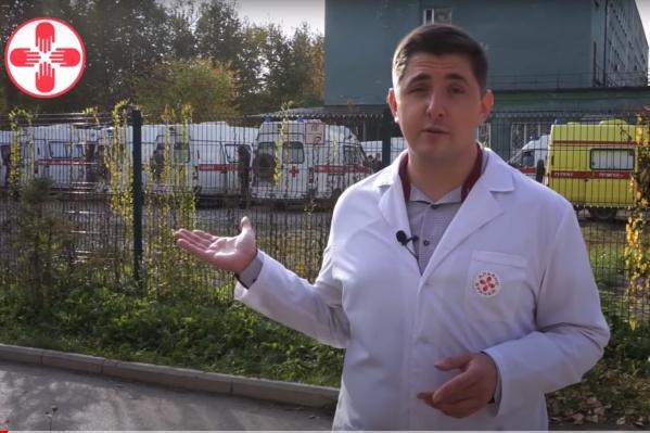 Артем Борискин демонстрирует очередь из скорых