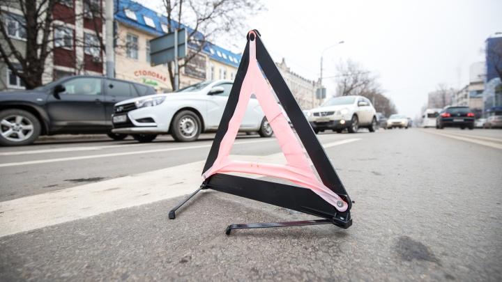 Пробка возникла у стадиона «Труд» после столкновения военного КАМАЗа с легковушкой