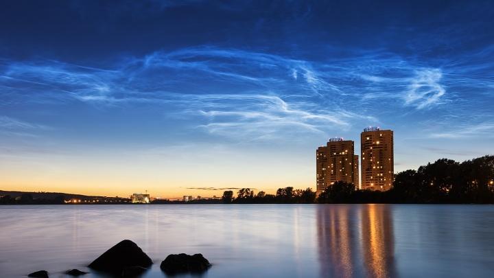 В чистом небе они еще ярче: подборка невероятно красивых серебристых облаков над Екатеринбургом