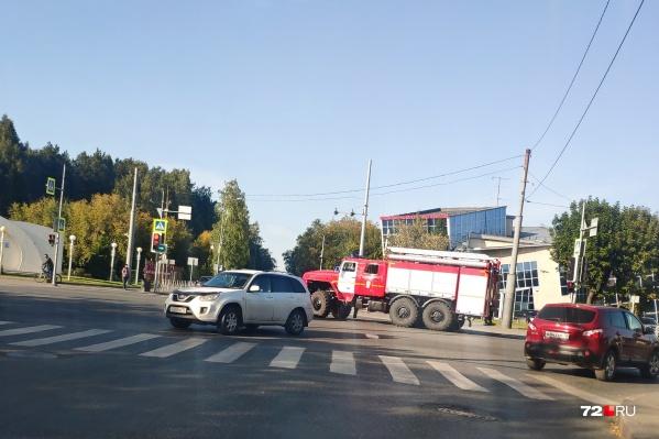 По данным очевидцев, водитель отечественной легковушки спешил проскочить перекресток и грубо проигнорировал ПДД