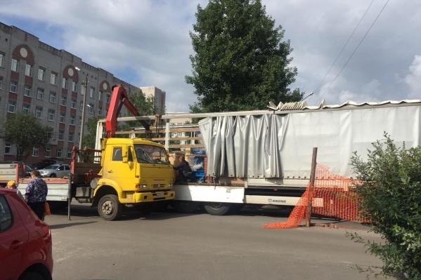 В августе в больницу доставили оборудование для замены 4 лифтов в хирургическом и лечебном корпусах. На закупку потратили 15 миллионов рублей
