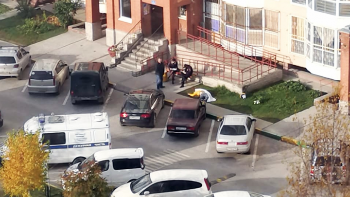 На Родниках мужчина выпал с балкона многоэтажки
