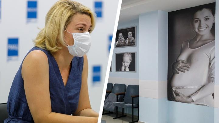 «Различить грипп и коронавирус будет невозможно»: беременных волгоградок массово отправляют на прививки