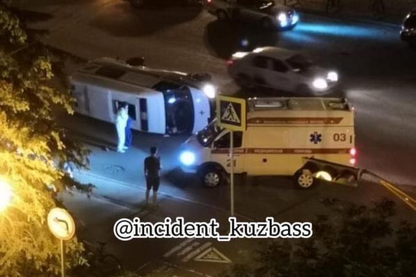 В результате аварии пострадали 4 человека, все они находились в скорой