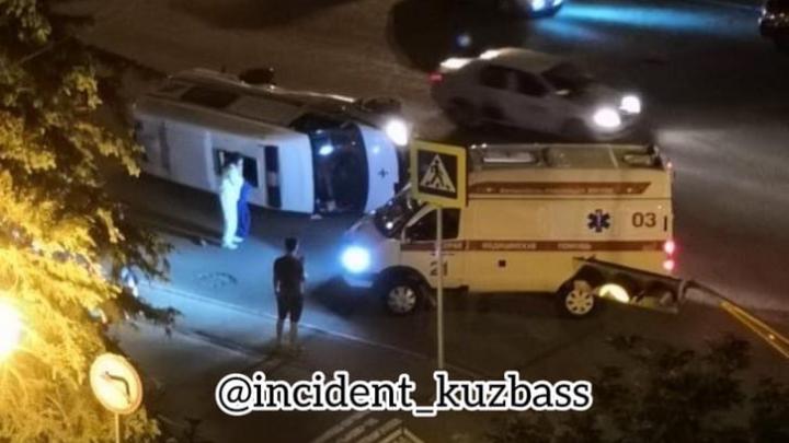 В центре Кемерово в ДТП со скорой пострадали четыре человека