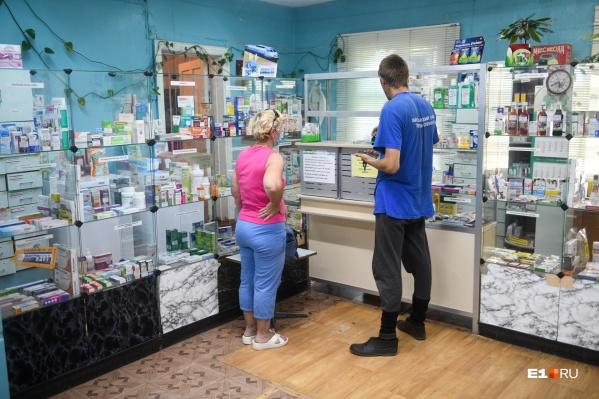 В поликлиниках «контактным» пациентам будут выдавать бесплатные препараты для профилактикиCOVID-19