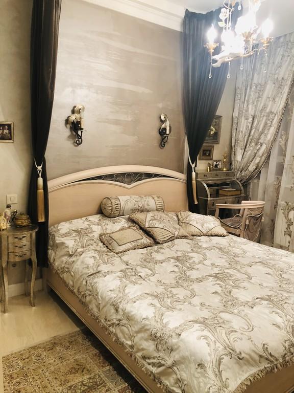 Кровать, с которой вы навряд ли захотите вставать. Тем более к 8 утра, чтобы поехать на завод