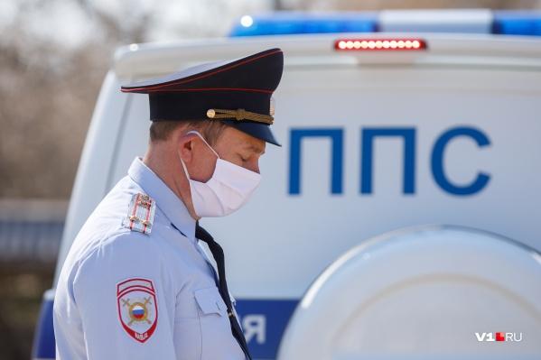 Улицы города и области патрулируют полицейские и чиновники всех уровней