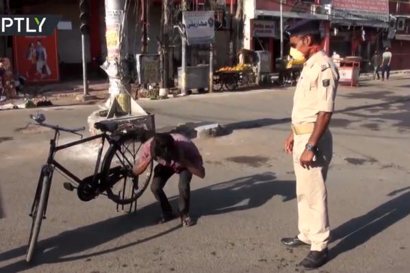 В Индии за нарушение карантина заставят приседать. И это самое безобидное