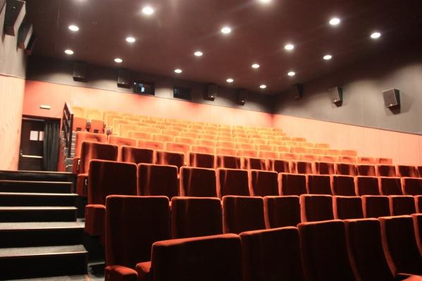 Ограничения будут по-прежнему касаться и театров, и кинотеатров