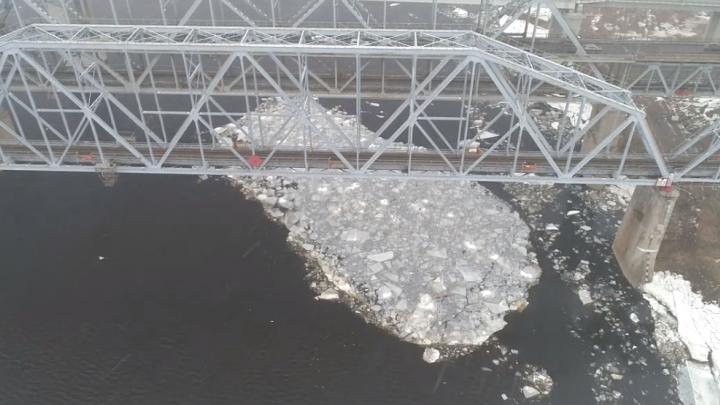 Видео дня: на Волге начался ледоход. Уже второй раз за зиму