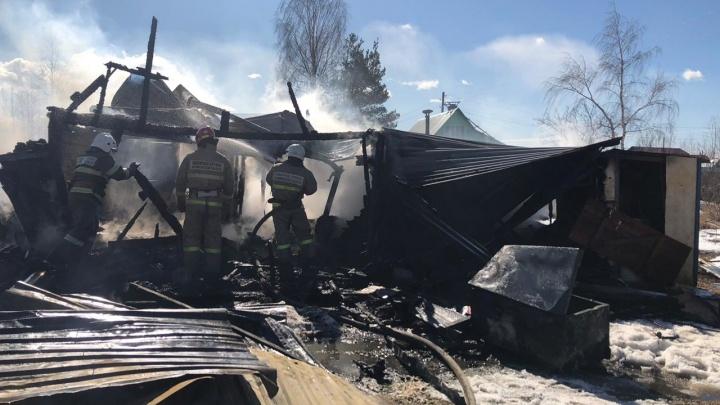 В Коряжме мужчина спас из пожара свою мать-пенсионерку