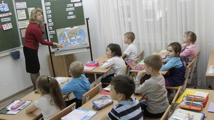 В Кузбассе больше 13тысяч учителей получили доплату. Рассказываем, сколько и за что