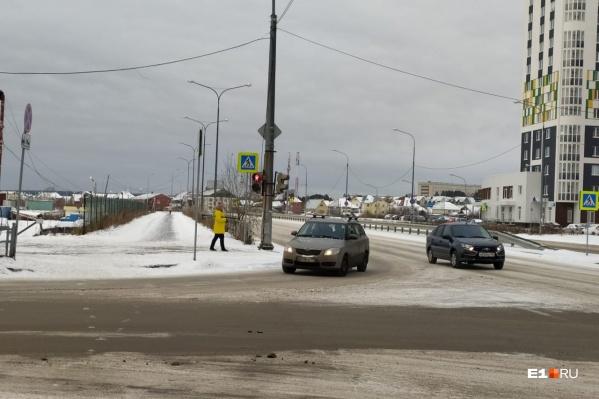 Дорожники изменили правила проезда перекрестка Краснолесья — Рябинина