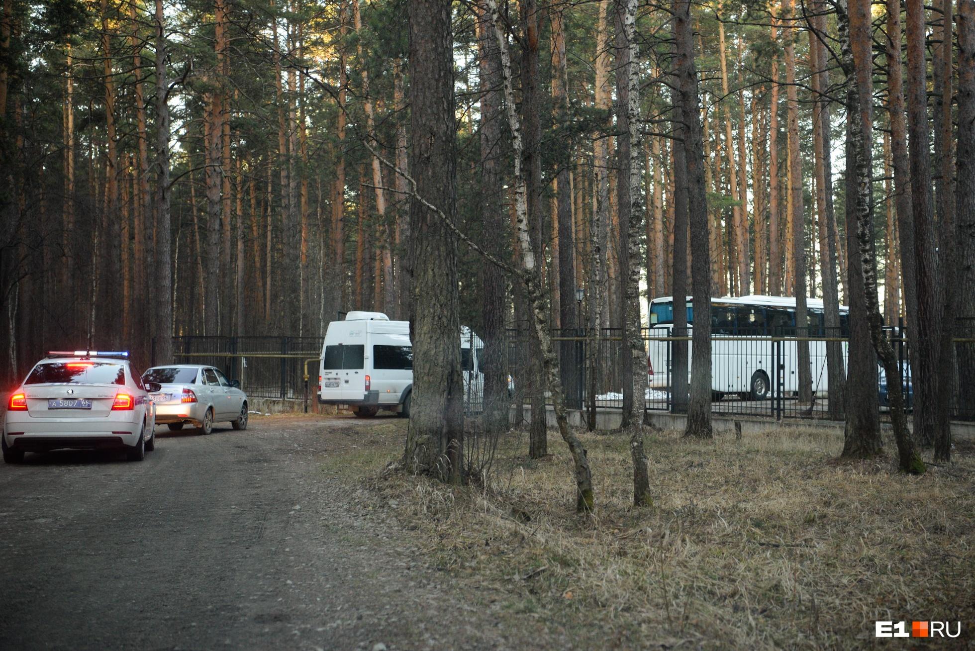 Автобусы сопровождали полицейские