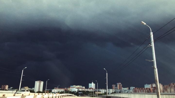 Ветер, град и гроза: МЧС предупреждает о надвигающейся на Тюмень непогоде