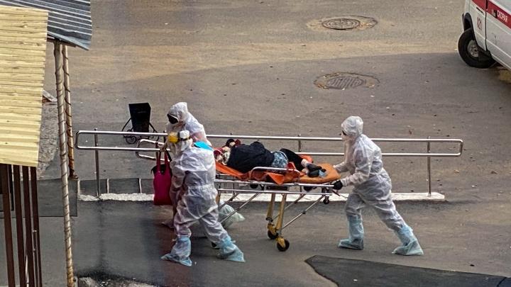 В работающих моногоспиталях увеличили количество коек. Где-то их стало в два раза больше