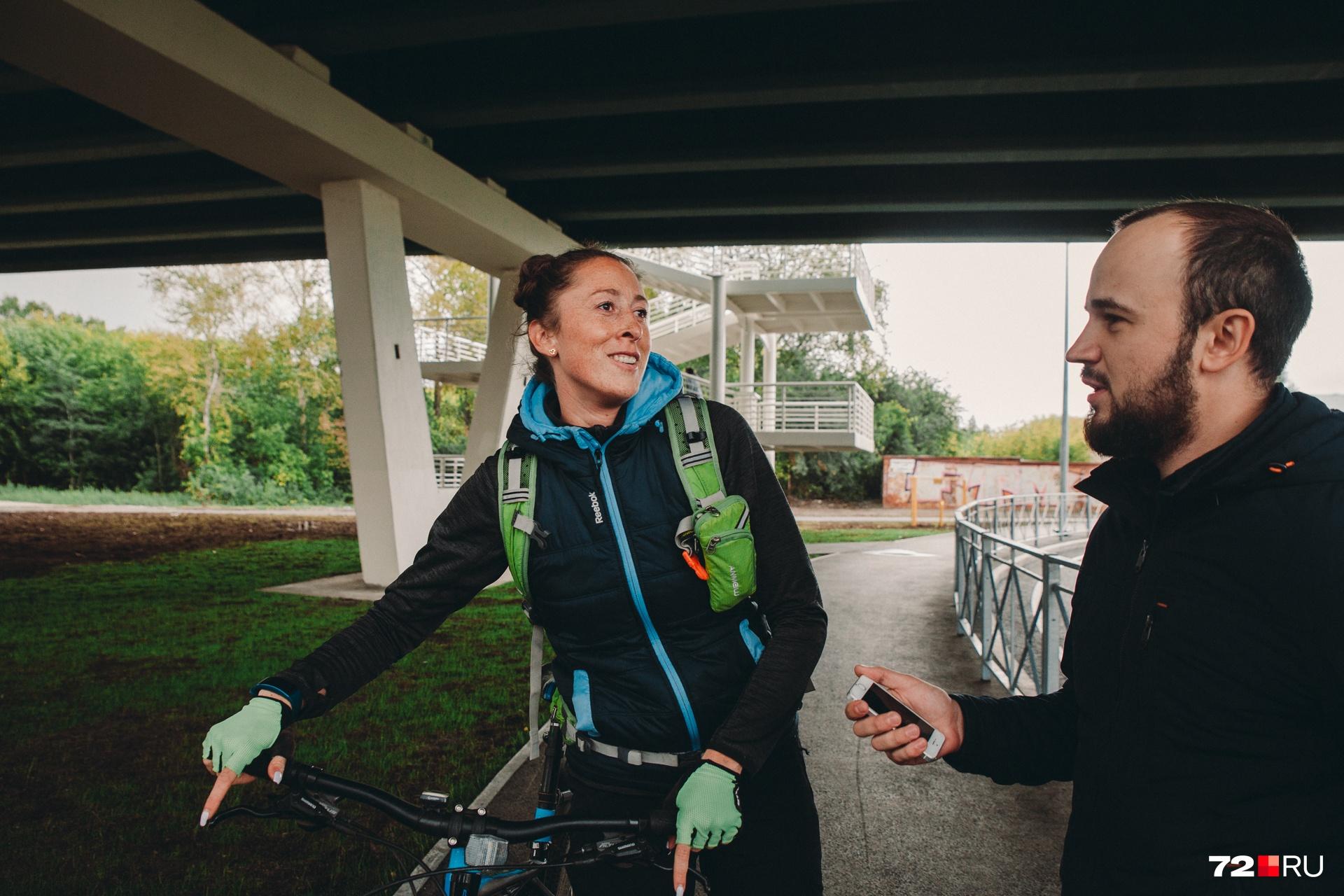 Велосипедистка Гузель каждый день ездит через путепровод на Мельникайте. Говорит, что передвигаться удобно