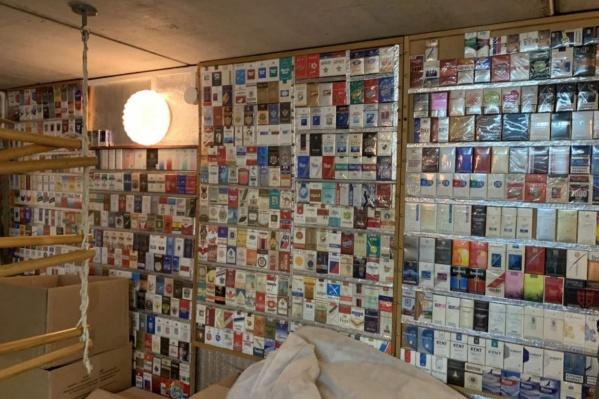 В коллекции 897 пачек сигарет преимущественно из советских республик. Как пишет автор объявления, упаковки не вскрыты