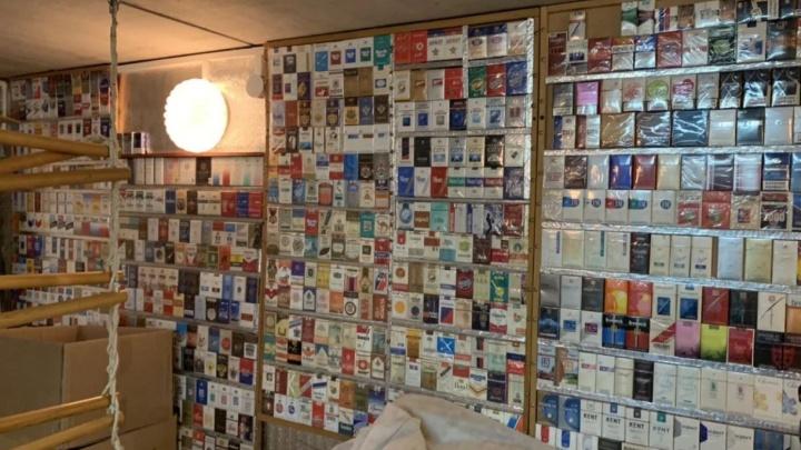 Собирал 33 года. В Новосибирске продают коллекцию из 897 невскрытых пачек сигарет