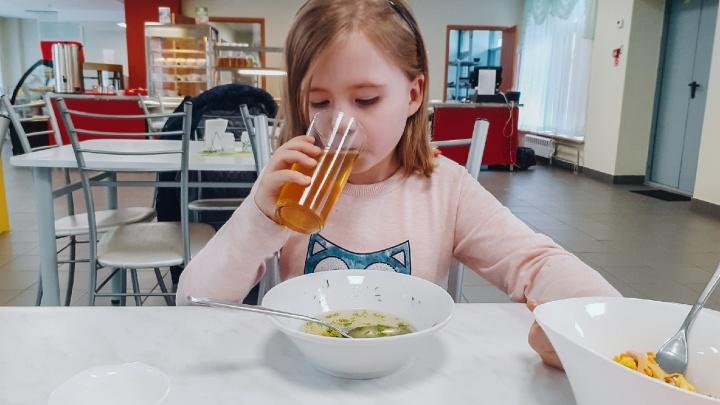 Диетолог рассказала, почему нельзя давать соки детям