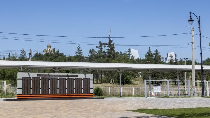 В Волгограде за три миллиона установили памятник воинам-железнодорожникам
