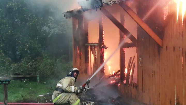 Пожар в Башкирии, в котором погиб мужчина, попал на видео