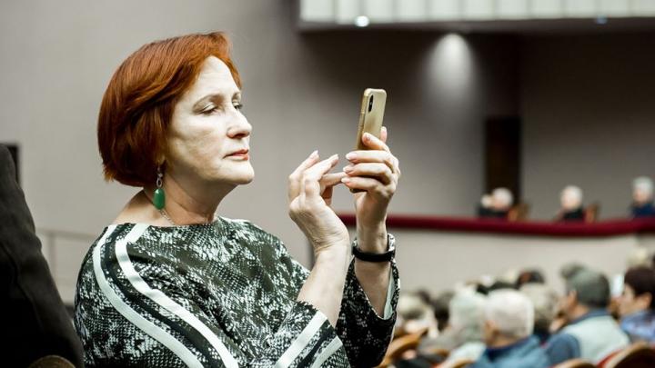 Депутат ЗС края купила платья в онлайн-магазине и стала жертвой мошенников