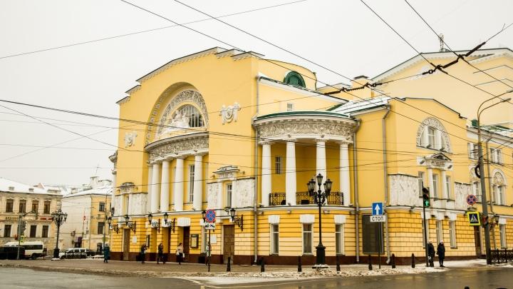 В Волковском театре при входе поставили рамки для измерения температуры. Видео