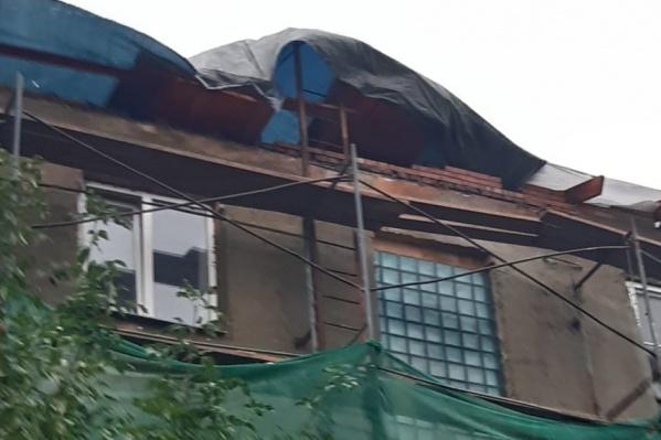 Квартиры в доме на улице Российской затопило после сильного ливня