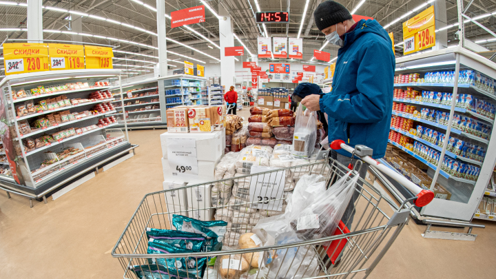 Волонтеры и добрые соседи: как в Архангельске можно помочь продуктами пожилым и малоимущим